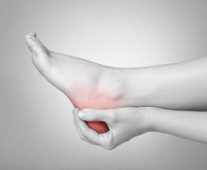 Боли в пятке - один из симптомов болезни
