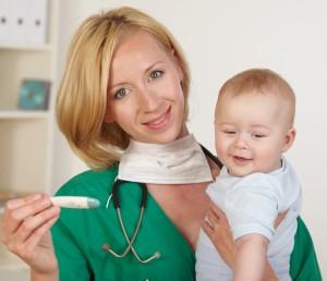Перед прививкой необходимо пройти осмотр у педиатра