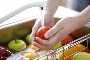 Немытые овощи и фрукты - причина заражения